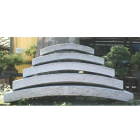 Ponticello curvo in pietra - 120 cm